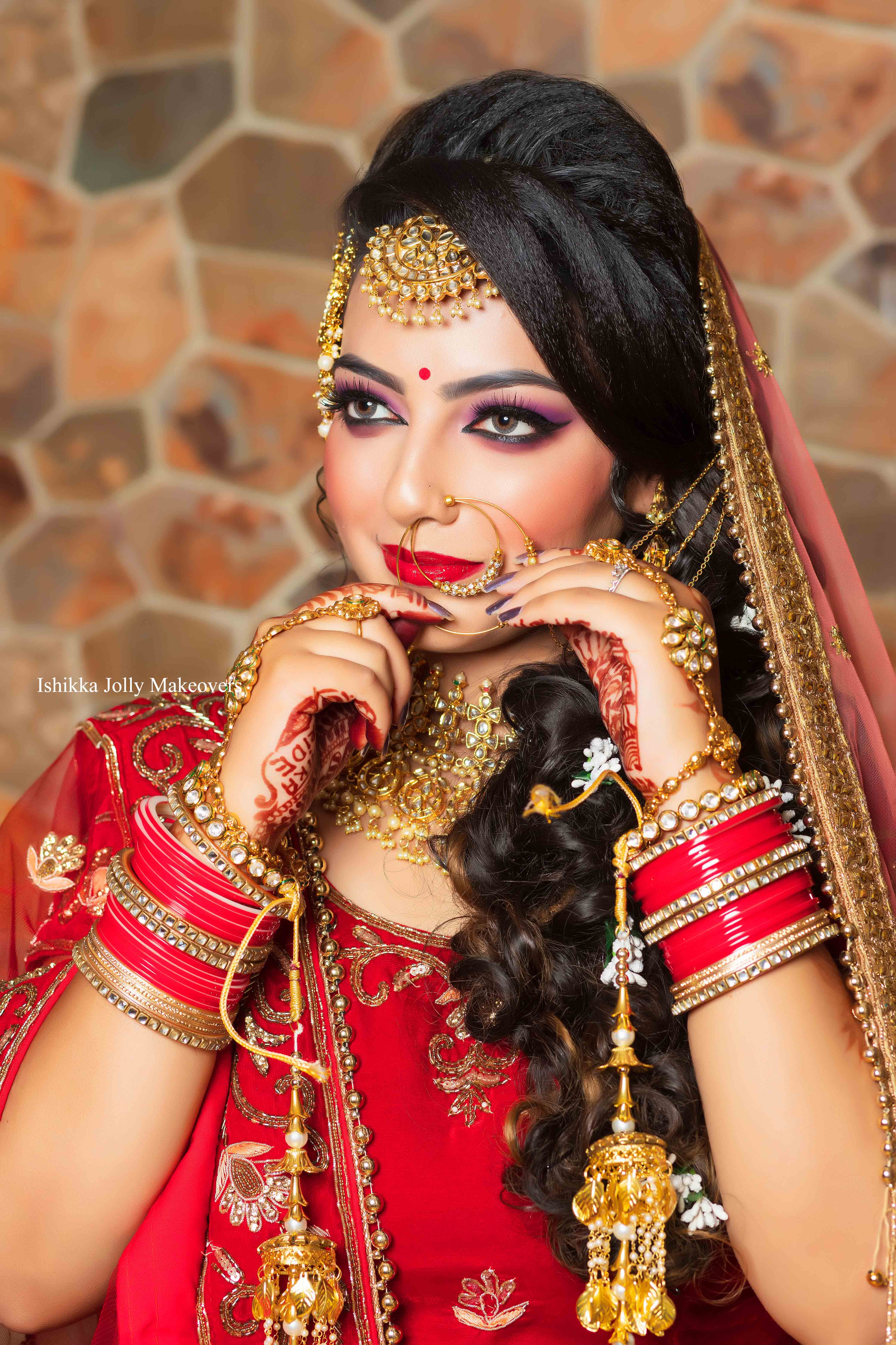 Tips to finding the right bridal makeup artist in delhi for your wedding