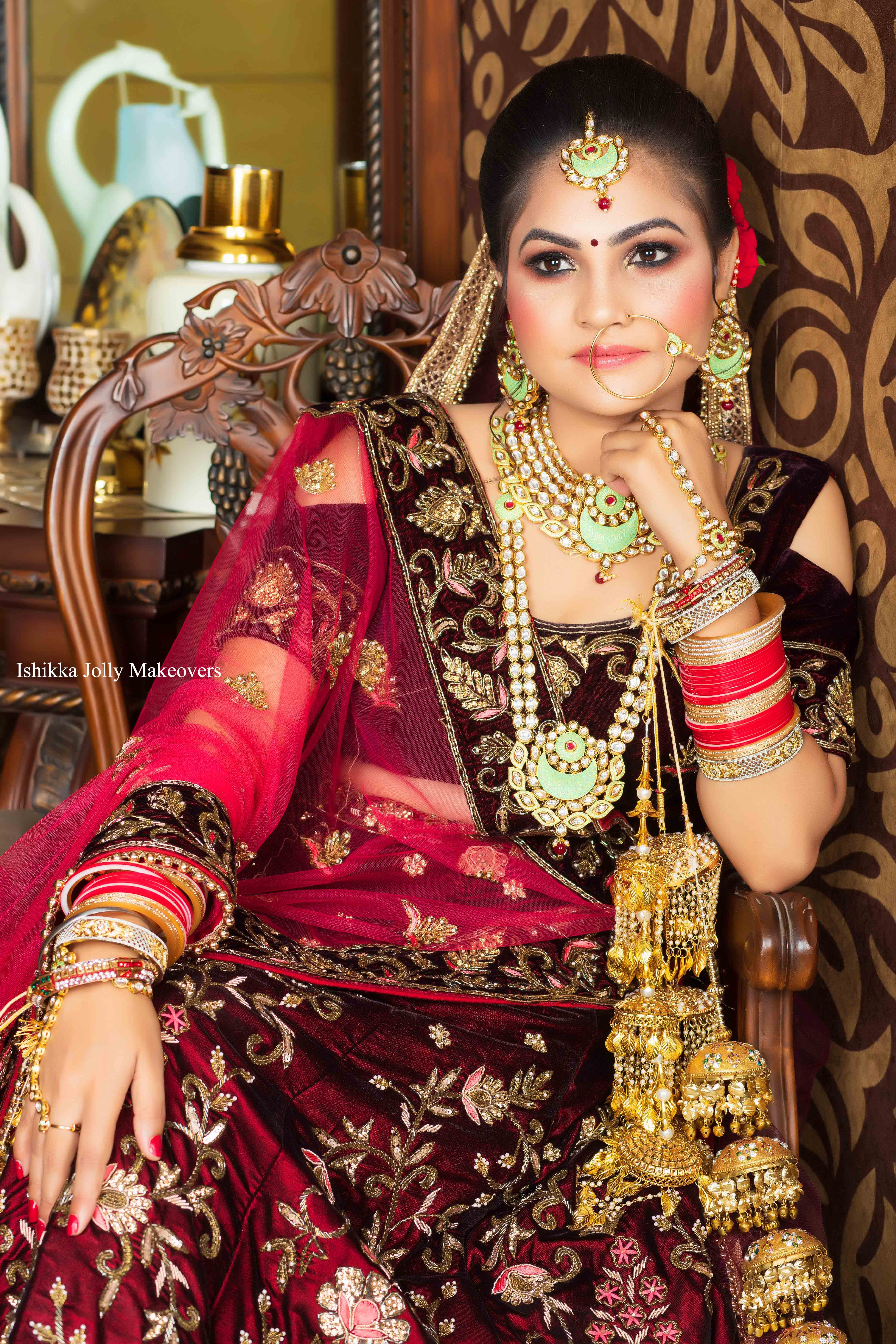 5 tips on picking the right bridal makeup artist in delhi for your wedding