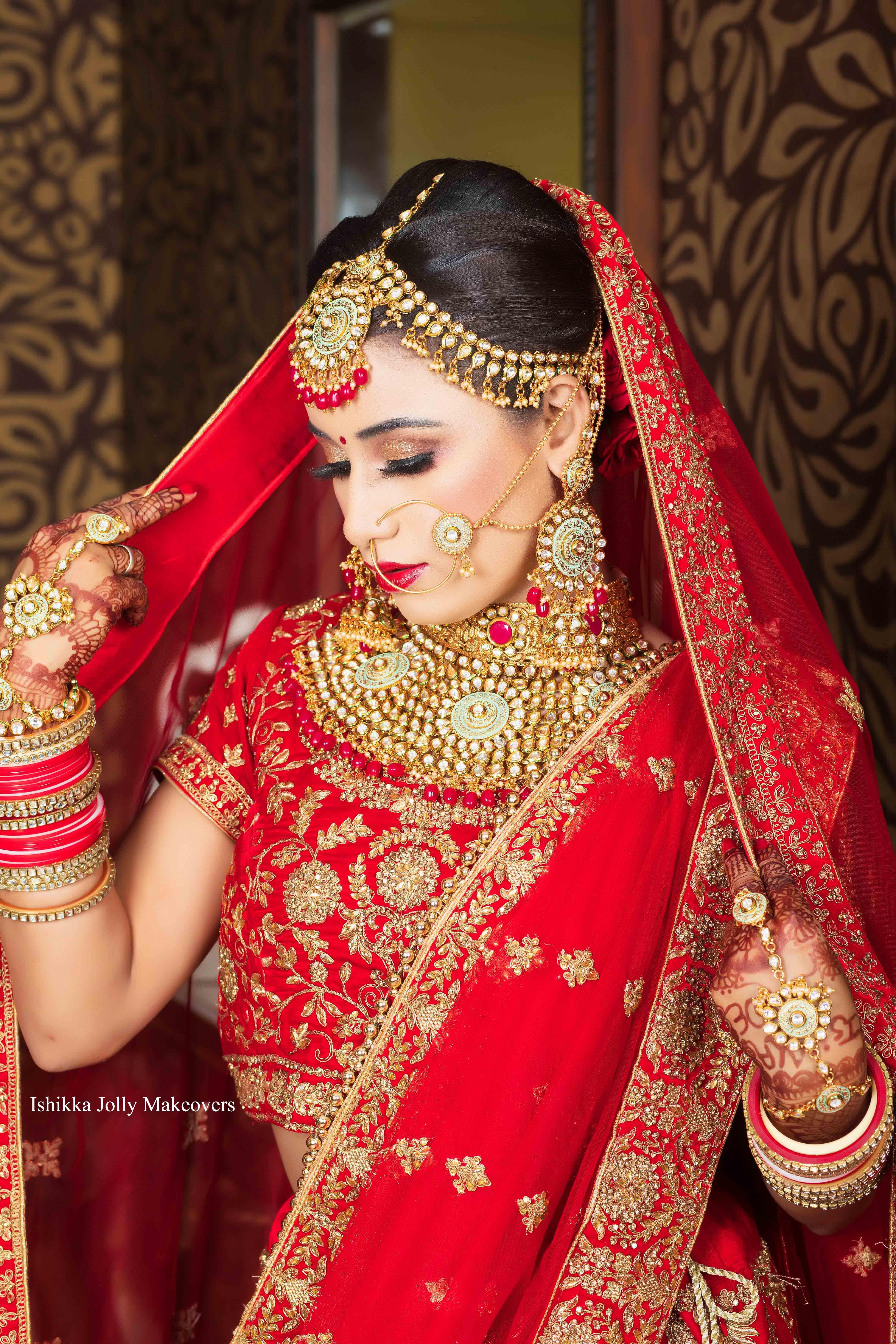 Tips to Hiring the Bridal Makeup Artist in Delhi
