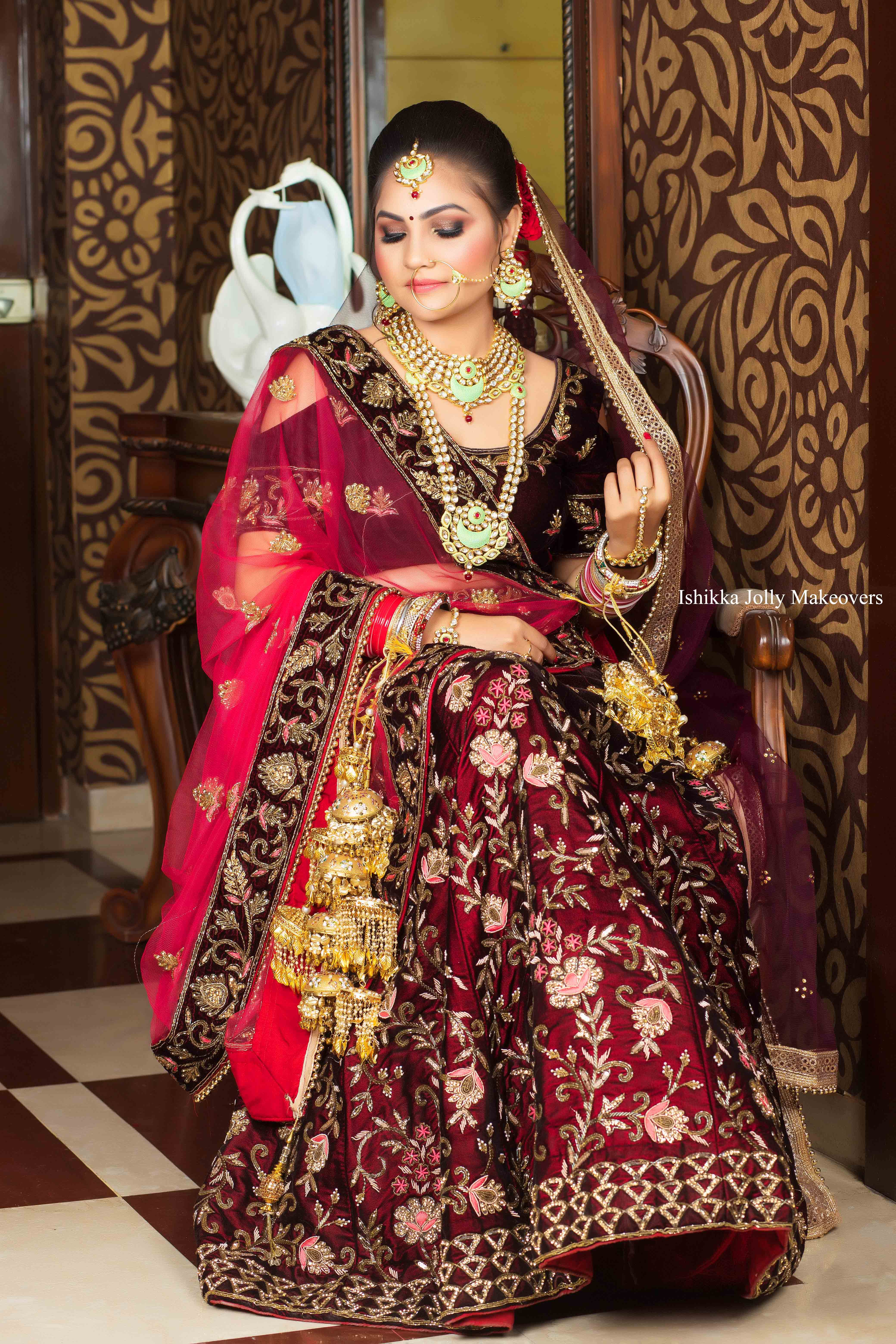 Preserve your special pictures by hiring Bridal Makeup Artist in Gurgaon